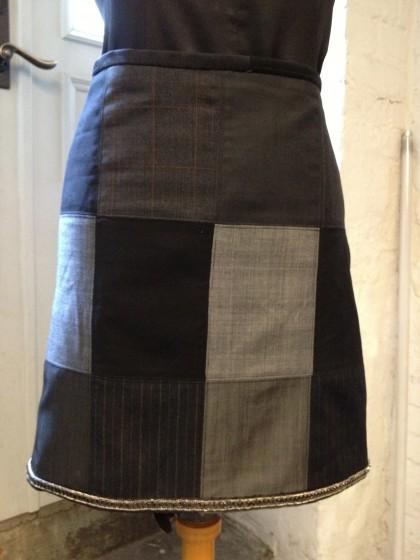 Återbruk när det är som bäst. En utgången prov bunch med fina kostymtyger från Lear Brown & Dunsford blev till fin kjol.Handgjord bård från Parismässan som pricken över i.